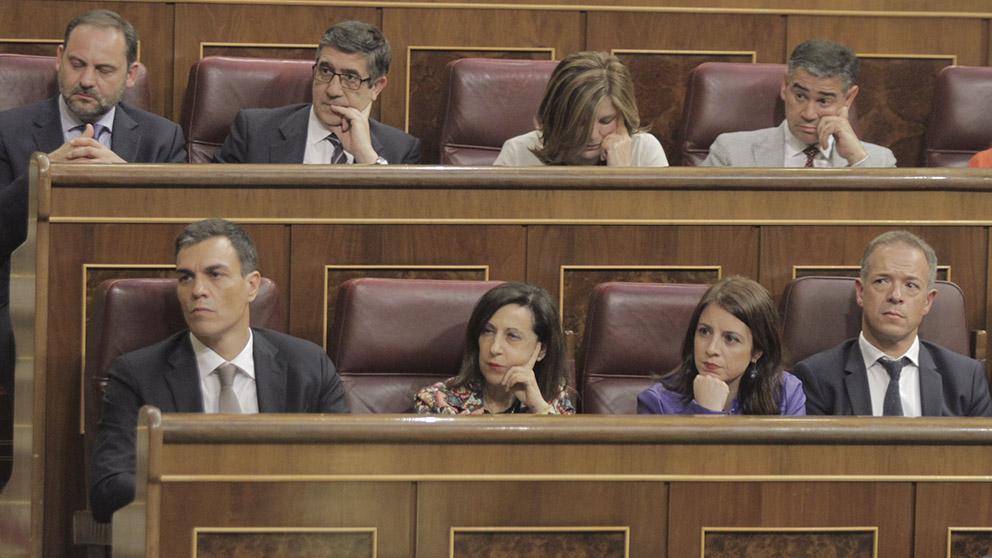 Bancada socialista durante la moción de censura. (Foto: Francisco Toledo).