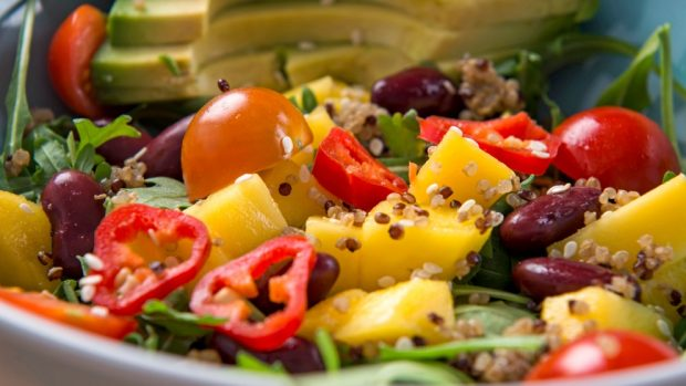 Ensalada de quinoa, aguacate y mango