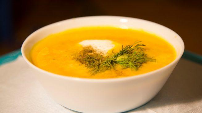 sopa fría de calabaza y curry