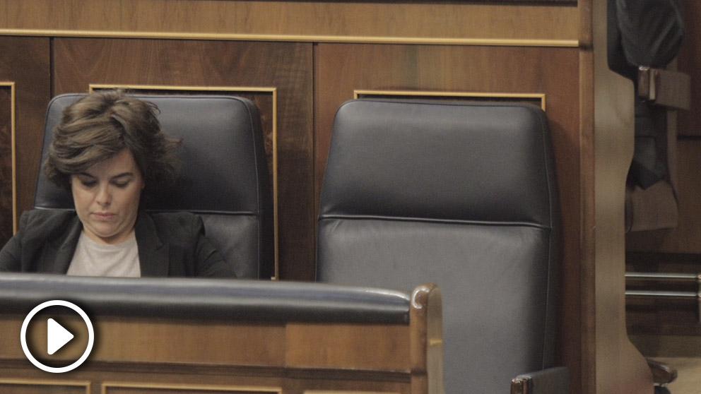 El escaño de Mariano Rajoy vacío durante la moción de censura de Pedro Sánchez.