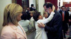 Mariano Rajoy con Soraya Sáenz de Santamaría y Fátima Báñez (EFE).