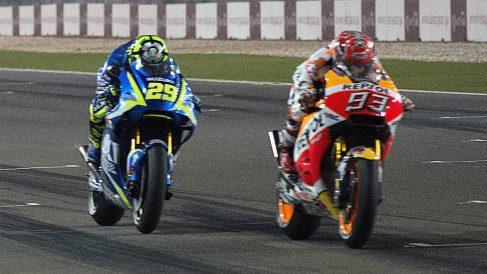 Andrea Iannone domina de momento el Gran Premio de Italia de MotoGP, en el que Marc Márquez está encontrando más problemas que en pruebas precedentes. (getty)