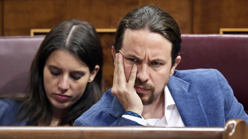 Pablo Iglesias e Irene Montero en el Congreso de los Diputados. (Foto: AFP)