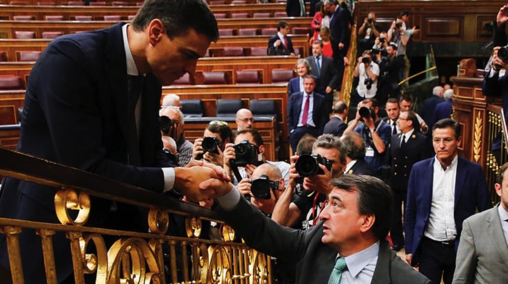 Pedro Sánchez junto a Aitor Esteban (PNV). (Foto. GPS)