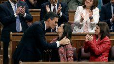 Pedro Sánchez se felicita con Margarita Robles
