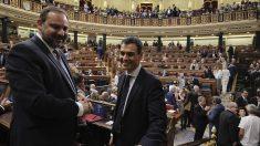 Pedro Sánchez y José Luis Ábalos en el Congreso de los diputados. (Foto: Francisco Toledo).