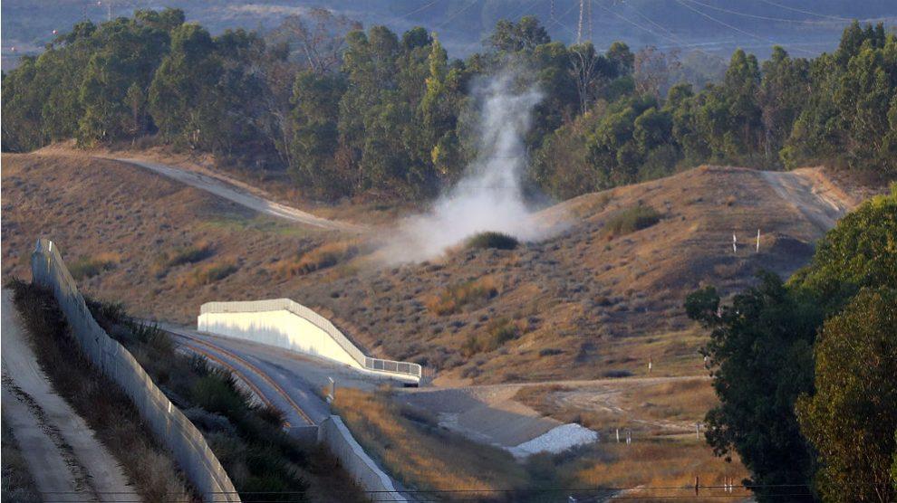 Humo procedente de la caída de un proyectil de mortero lanzado desde Gaza contra territorio de Israel. (AFP)