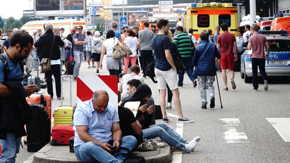 Caos en el aeropuerto de Hamburgo tras un apagón generalizado que ha colapsado el aeródromo.