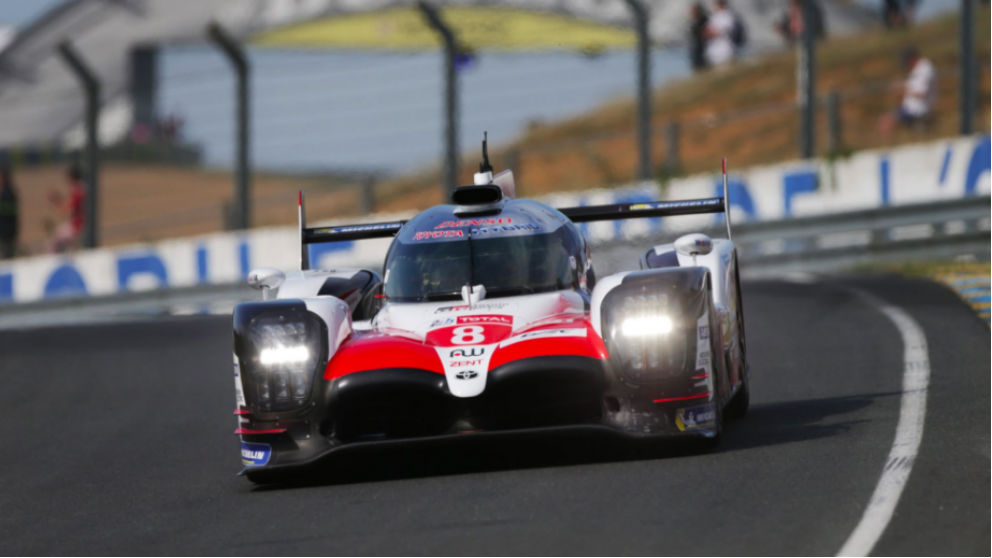 Fernando Alonso se salió con el Toyota Gazoo en Le Mans.
