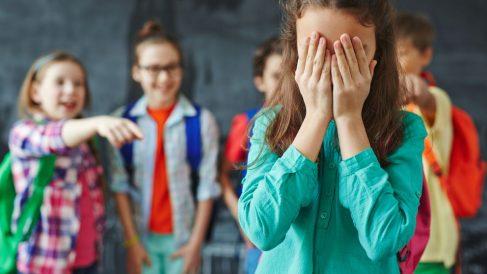 Consejos y pasos para saber cómo ayudar a tu hijo si sufre acoso escolar