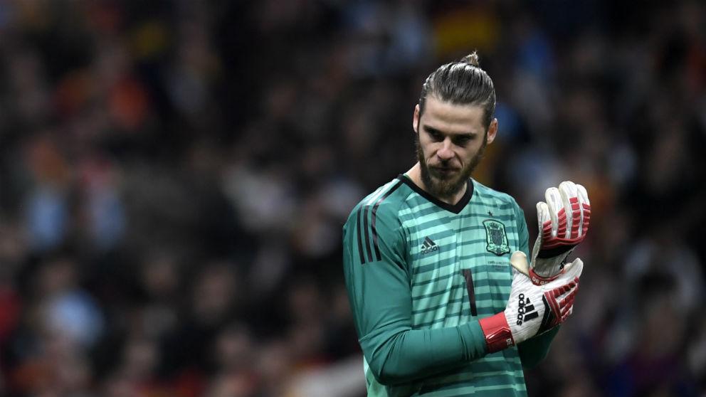 David De Gea se lamenta tras fallar con la selección española. (AFP)