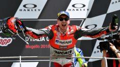 Jorge Lorenzo en el podio del Gran Premio de Italia. (AFP)