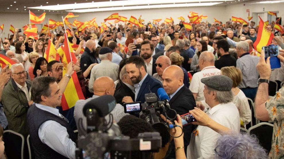 En torno a 2.000 personas han acudido al mitín de Vox, liderado por Santiago Abascal, en Barcelona. Foto: Twitter