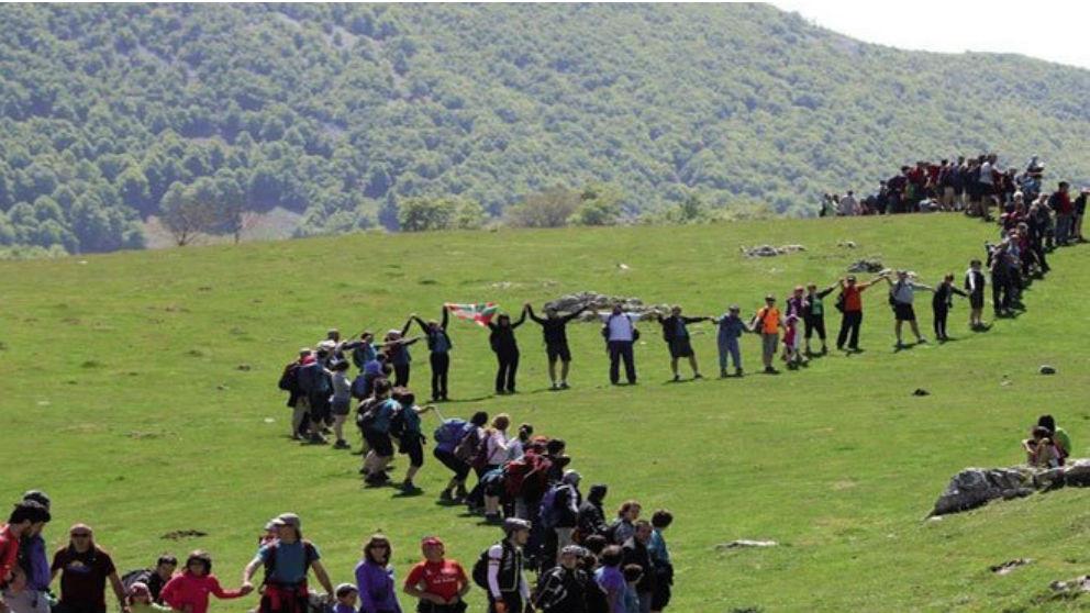 El independentismo vasco organiza una cadena humana que unirá Vitoria, Bilbao y San Sebastián
