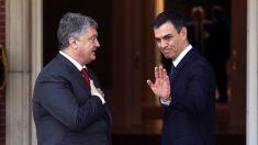 Pedro Sánchez recibe a Poroshenko en La Moncloa. (Foto: EFE)