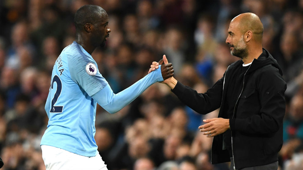 Yaya Touré y Guardiola durante un partido del Manchester City. (Getty)