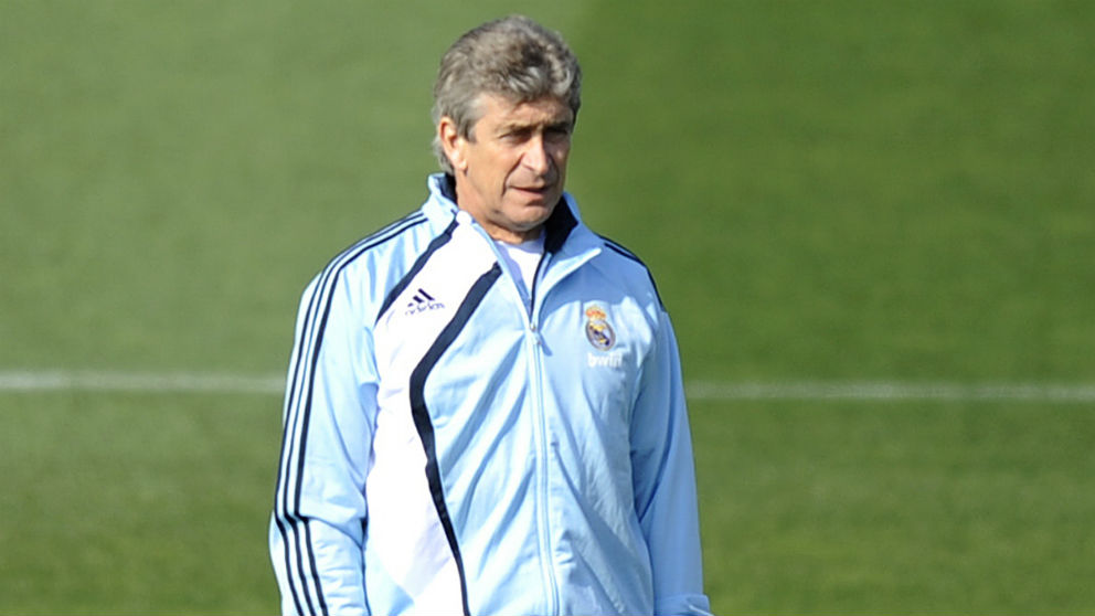 Manuel Pellegrini en un entrenamiento durante su etapa en el Real Madrid. (AFP)