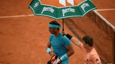 La lluvia aplazó el partido de Nadal en Roland Garros. (AFP)