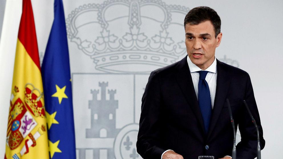 Pedro Sánchez en su primera comparecencia oficial en Moncloa anunciando su Gobierno. (Foto: EFE)