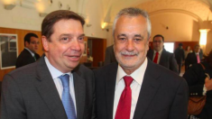 El nuevo ministro de Agricultura, Luis Planas, con el expresidente de la Junta de Andalucía José Antonio Griñán