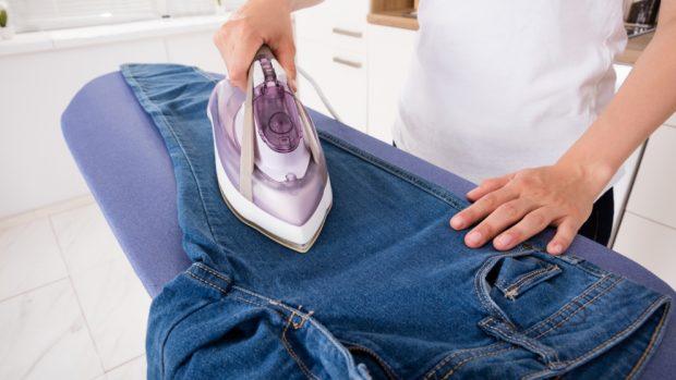 Cómo doblar los bajos de los pantalones de diferentes formas