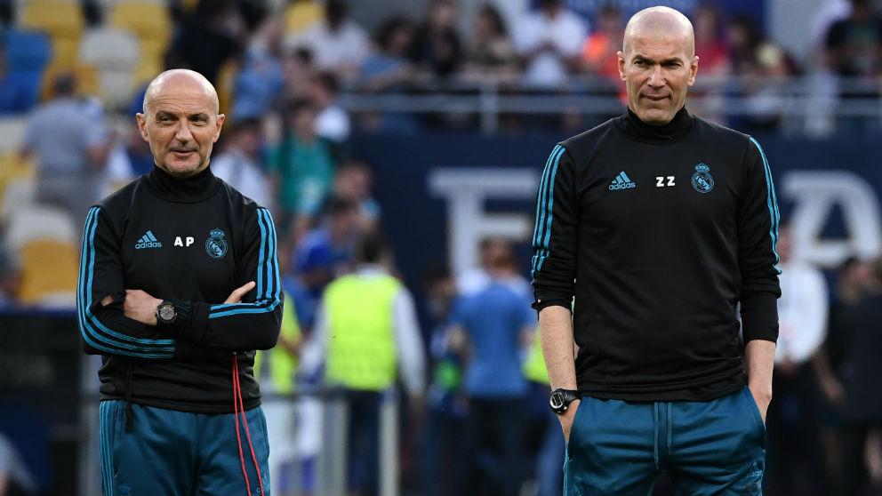 Antonio Pintus y Zinedine Zidane. (AFP)