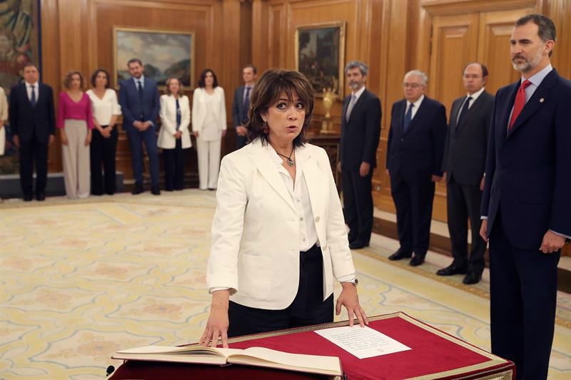 Dolores Delgado jurando el cargo de ministra de Justicia