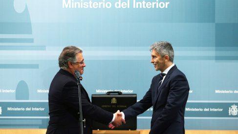 Juan Ignacio Zoido y Fernando Grande-Marlaska en el intercambio de carteras. (Foto: EFE)
