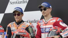 Jorge Lorenzo y Marc Márqeuz en el podio. (Getty)