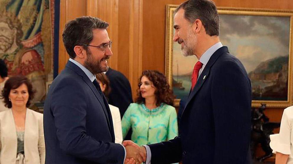 Màxim Huerta, ministro de Cultura, junto al Rey Felipe VI antes de jurar el cargo. Foto: EFE