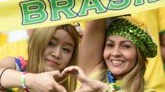 Dos aficionadas cariocas, durante el pasado Mundial. (AFP)
