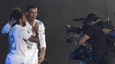 Cristiano Ronaldo y Marcelo celebran La Decimotercera en el Bernabéu. (AFP)