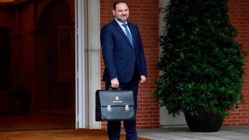 José Luís Ábalos llegando al Palacio de la Moncloa para el primer Consejo de Ministros presidido por Pedro Sánchez. Foto: EFE