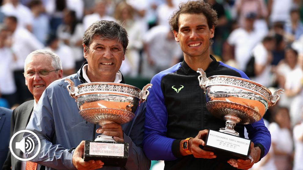 Rafa Nadal junto a su tío Toni después de ganar Roland Garros en 2017. (Getty)