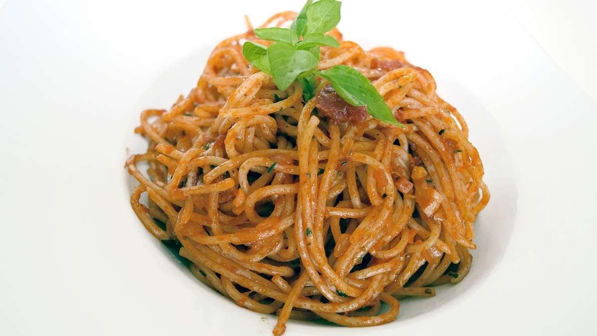 Receta de pasta a la napolitana_ un clásico italiano fácil de preparar