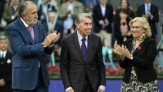 Tiriac, Santana y Carmena en el Master de Madrid. (AFP)