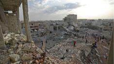 Escombros en la ciudad siria de Zardana, provincia de Idlib, destruida por los bombardeos atribuidos a la aviación rusa. (AFP)
