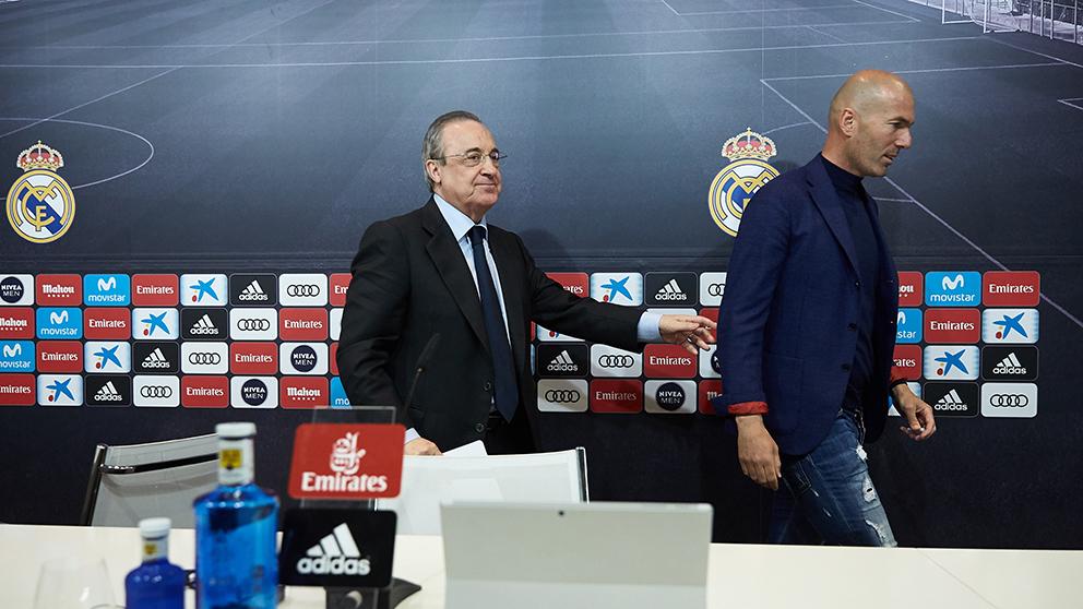 Florentino Pérez despide a Zidane. (Getty)