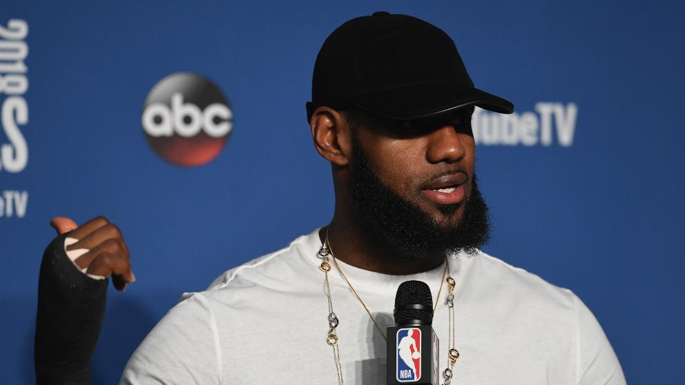 LeBron James compareció ante los medios tras caer en el cuarto partido de las finales NBA. (Getty)