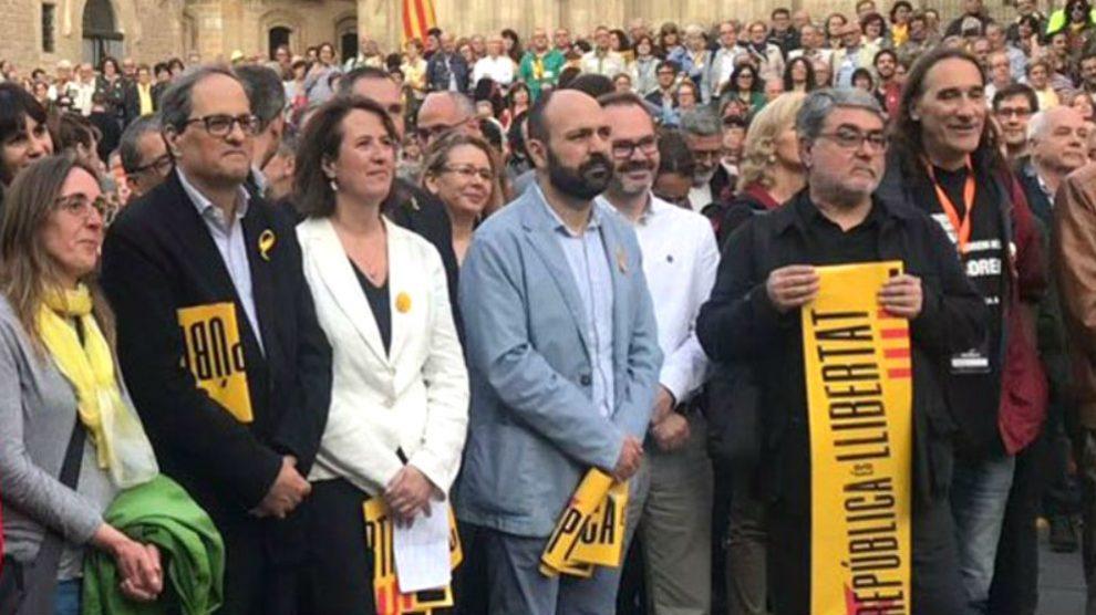 El presidente Quim Torra, el pasado 16 de mayo junto a los terroristas Carles Sastre y Frederic Bentanachs (ambos, a la derecha de la foto).