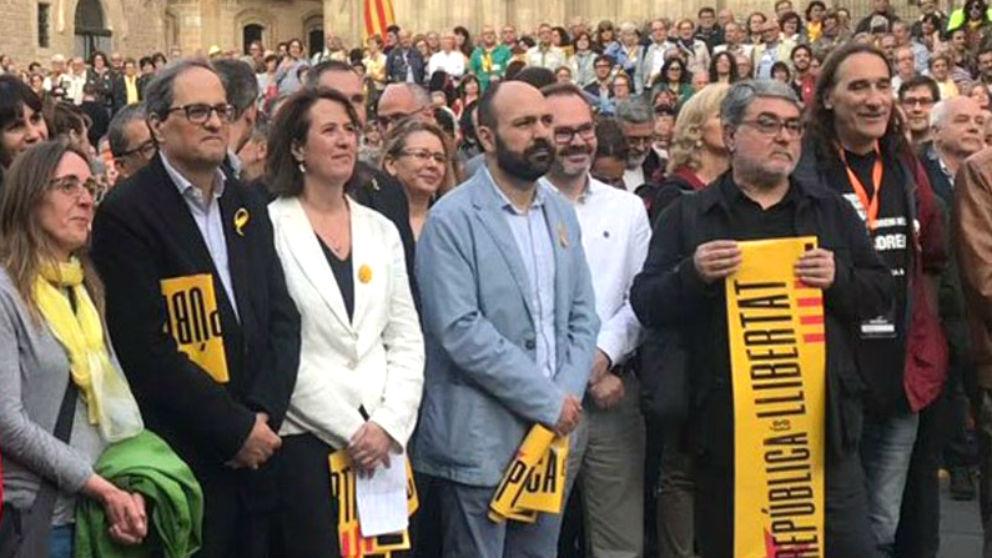 El presidente Quim Torra, el 16 de mayo de 2018 junto a los terroristas Carles Sastre y Frederic Bentanachs (ambos, a la derecha de la foto).