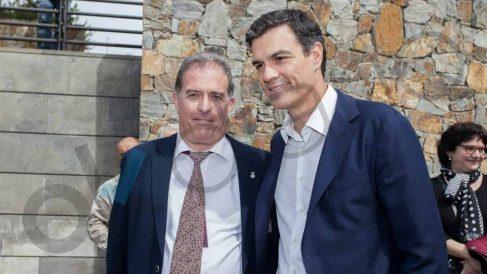 Pedro Sánchez con Joan Callau, alcalde imputado.