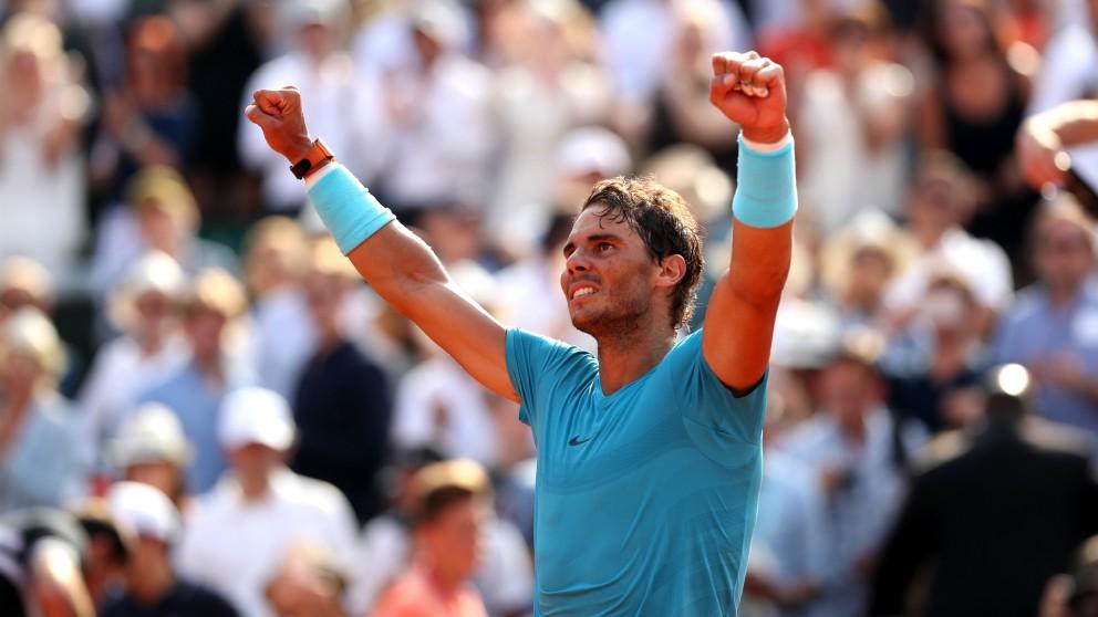 Rafael Nadal celebra la victoria en Roland Garros. (Getty)