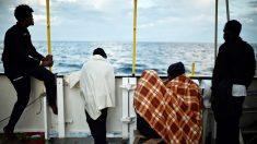 Tripulantes del 'Aquarius', rechazado por el Gobierno de Italia. (Foto: AFP)
