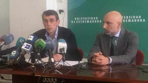 Ciro Pérez, vicerrector de Estudiantes, y Javier Benítez, presidente del Tribunal Calificador, dimitidos por la filtración de las pruebas de selectividad. (EP)
