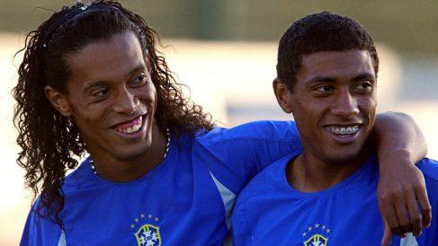 Ronaldinho y Kléberson, durante un entrenamiento con la selección de Brasil. (AFP)