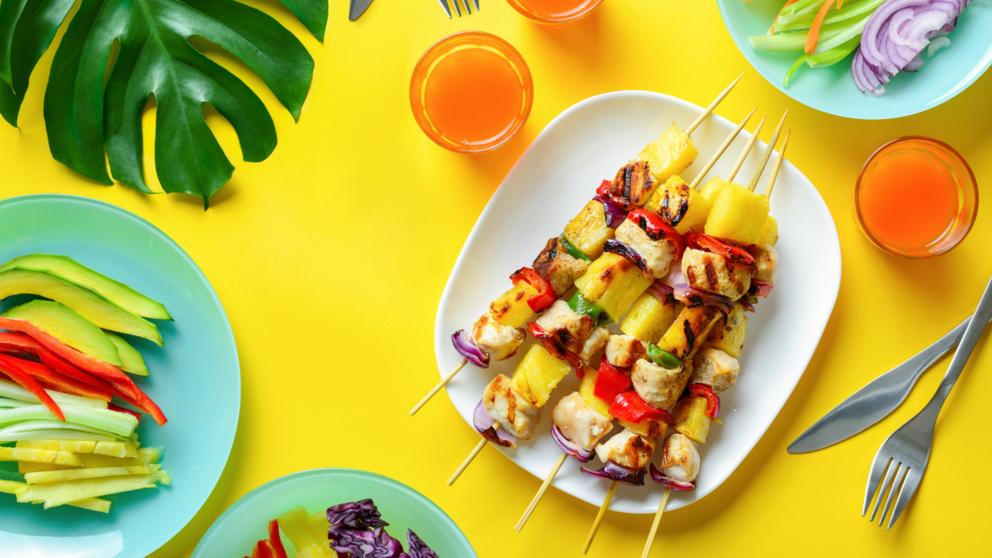 Receta de brochetas de mango y rape fáciles de preparar