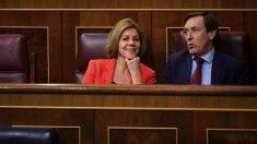 Maria Dolores de Cospedal y Rafa Hernando, este martes en el Congreso. (Foto. GPP)