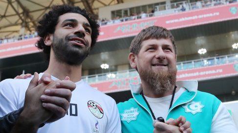 Mohamed-Salah,-junto-a-Razman-Kadirov,-presidente-de-Chechenia-(AFP)