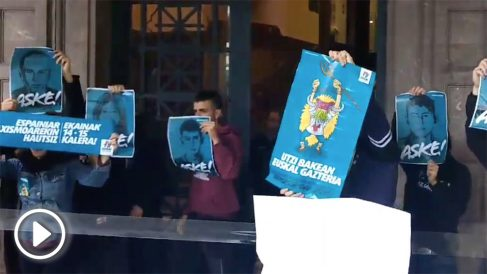Los proetarras intentan entrar en la Delegación del Gobierno en Pamplona